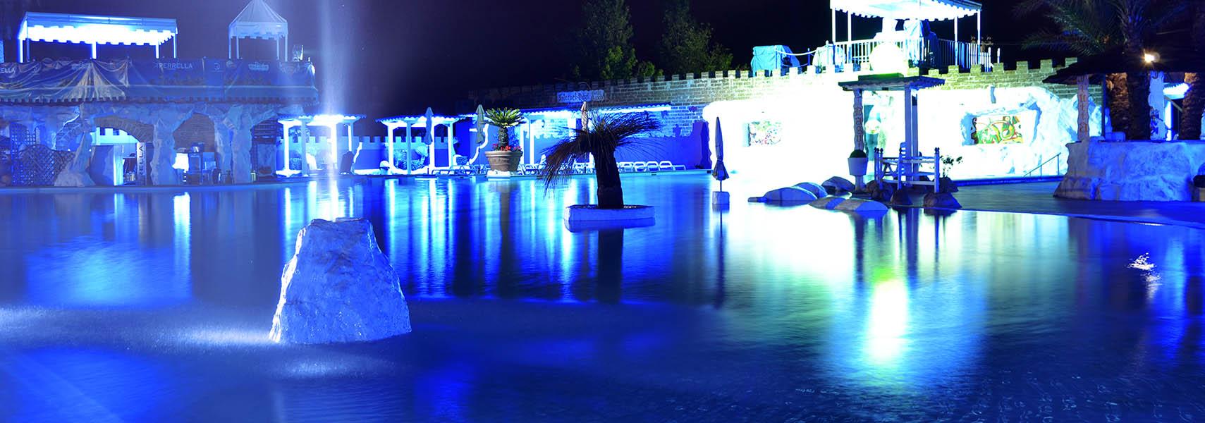 piscina-notte-feudo-benevento